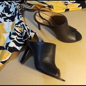 Banana Republic black sling back size 7 open toe